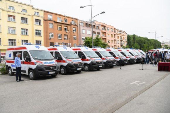 Нова санитетска возила за опште болнице у Kикинди и Сенти и домове здравља у Кањижи и Ади